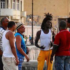 Tócala de nuevo Sam. La vida en la calle sigue #havana #habana #cuba #malecon #streetlife #people #asere #loves_habana #ig_habana #loves_cuba #ig_cuba #loves_habana_people by mercecg64
