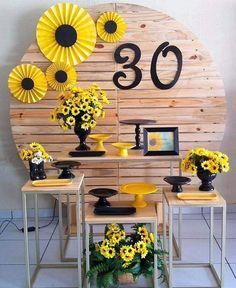 Sunflower Birthday Parties, Sunflower Party, Sunflower Cakes, Birthday Ideas For Her, Diy Birthday, Bee Party, Diy Bouquet, Sweet 16 Parties, Birthday Decorations
