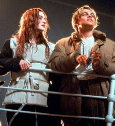 """""""leonardo dicaprio and kate winslet behind the scenes of titanic, Vintage Movie Theater, Vintage Movie Stars, Vintage Movies, Titanic Leonardo Dicaprio, Young Leonardo Dicaprio, Leonardo Dicaprio Kate Winslet, Titanic Le Film, Titanic Behind The Scenes, Movies Wallpaper"""
