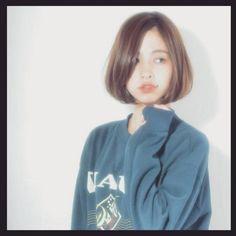 雑誌でもこぞって取り上げられることが増えてるワンレンボブ♪ 服装のイメチェンも大事だけど、やっぱり女性は髪◎ 春夏に向けて気分もチェンジしましょう Hair Designs, Bob Hairstyles, Hair Goals, Korean Girl, Hair Inspiration, My Hair, Pixie, Short Hair Styles, Hair Makeup