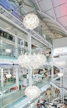Hope suspension in the Eataly restaurant by LUCEPLAN
