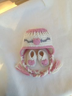 Newborn Crochet Baby Girl Gift Set - HAT and BOOTIES - Ivory with Pink and Grey accents - NB to 3 months. $26.00, via Etsy.