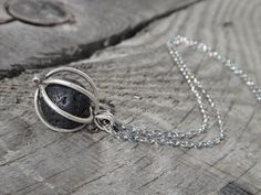 Collier diffuseur d'huile essentielles. Pierres de lave en Essential Oil Diffuser, Essential Oils, Diffuser Jewelry, Young Living, Jewlery, Beads, Silver, Crafts, Etsy