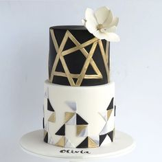 How stunning is this wedding cake?!?!