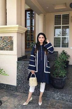 Pakistani Formal Dresses, Pakistani Fashion Casual, Pakistani Dress Design, Pakistani Outfits, Kurta Designs Women, Kurti Neck Designs, Kurti Designs Party Wear, Stylish Dress Designs, Stylish Dresses For Girls
