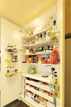 Arty Apartment - modern - kitchen - sydney - Impala Kitchens and Bathrooms - Petra Mallia