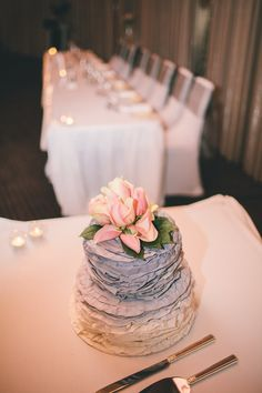 Styled by #unleishdevents #wedding #sunshinecoast cake by #Buttercupscupcakes