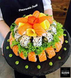 Sushi Tort składający się z 70 kawałków