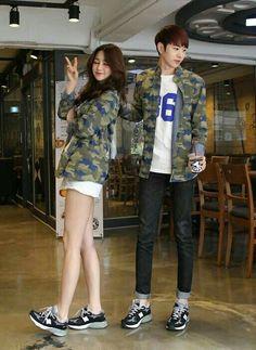 Korean Street Fashion for Couple Outfit - Nona Gaya Korean Street Fashion, Korea Fashion, Kpop Fashion, Asian Fashion, Style Ulzzang, Mode Ulzzang, Ulzzang Fashion, Matching Couples, Matching Outfits
