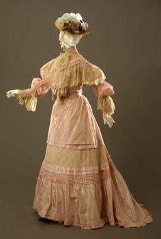 "ephemeral-elegance: "" Silk Faille and Lace Tea Gown, ca. Palazzo Pitti via Europeana Fashion "" 1900s Fashion, Edwardian Fashion, Vintage Fashion, Gothic Fashion, Belle Epoque, Vintage Outfits, Vintage Gowns, Look Vintage, Vintage Mode"