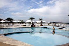 Piscina do Paradise Golf & Lake Resort em Mogi das Cruzes, São Paulo, Brasil, por Marcio Nel Cimatti do ajanelalaranja.com
