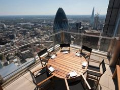 You can find better – and less expensive – meals closer to the ground than at either SushiSamba or Duck & Waffle, but nowhere with equally spectacular London views.