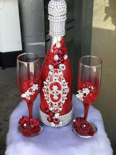 Quinceniera champagne red / silver set , can be done in any color combination Glass Bottle Crafts, Diy Bottle, Bottle Art, Wine Bottle Vases, Bottle Centerpieces, Wedding Champagne Flutes, Wedding Glasses, Personalized Wine Bottles, Glitter Glasses