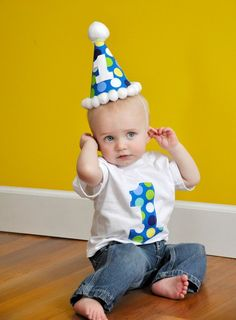 Not only are these simple and warm but will add great shape to your tiny one's birthday attire. party hats are also an easy yet effective option. Baby Boy 1st Birthday Party, 1st Birthday Shirts, Baby Boy Room Decor, Birthday Photography, Ideas Geniales, Birthday Photos, Birthday Ideas, Outfit Trends, Baby Boy Shoes