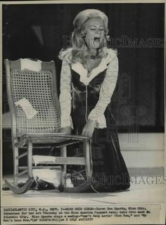 1972 Press Photo Karen Sue Sparka, Miss Ohio, sings at Miss America Pageant.