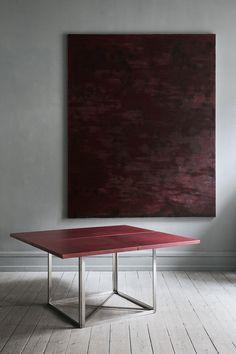 København-butikken Oliver Gustav har enerett i Skandinavia til å selge en svært eksklusiv kolleksjon av Poul Kjærholms design. Eksklusiv i form av pris, materialer og tilgjengelighet: Fire møbler – sofabordet PK61, sofaen PK26, dagsengen PK81 og spisebordet PK40, med plate av rødt lær – er laget i kun 20 eksempla- rer av hver. Bord, 143 450 kr, olivergustav.com.