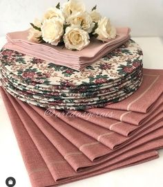 Table Topper Patterns, Table Toppers, Diy Sewing Projects, Sewing Projects For Beginners, Home Decor Furniture, Diy Home Decor, Dinning Table Set, Crochet Placemats, Glass Painting Designs