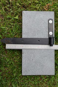 Kuvaan asetettu mitta auttaa hahmottamaan asennusmahdollisuuksia eri korkuisilla kivillä.