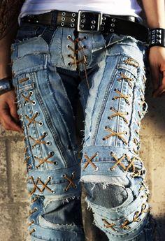 Shop Shabby Shack Vintage Denim in Courtyard Antiques in the Mason Antiques District. Denim for Women & Children. Shabby Shack Vintage Denim, retro treasures & more! Open 7 days ~ 10 - 6 p. Fashion Moda, Denim Fashion, Boho Fashion, Fashion Outfits, Diy Jeans, Vintage Jeans, Altering Jeans, Estilo Denim, Denim Art