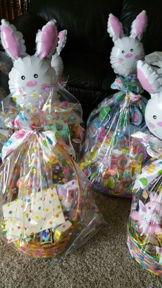 A cute easter basket idea! And affordable! All supplies from the Dollar Tree!, A cute easter basket idea! And affordable! All supplies from the Dollar Tree! , A cute easter basket idea! And affordable! All supplies from the Dollar Tree! Dollar Tree Gifts, Easter Gift Baskets, Easter Basket Ideas, Easter Ideas, Boyfriend Crafts, Easter 2020, Candy Bouquet, Easter Candy, Valentine's Day Diy