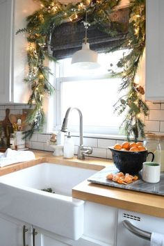 Christmas Decor- Christmas Garland above Window- Small Kitchen Decor Style Home Decor Style Decor Tips Maintenance Christmas Kitchen, Christmas Home, Apartment Christmas, Christmas Ideas, Christmas 2019, Christmas Tables, Christmas Island, Christmas Cactus, Christmas Dishes