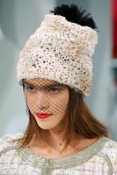 Les bonnets à voilette du défilé Chanel haute couture printemps-été 2015 http://www.vogue.fr/mode/news-mode/diaporama/les-bonnets-voilette-du-dfil-chanel-haute-couture-printemps-t-2015/18788/carrousel#3