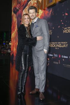 Pin for Later: Wer war Best Dressed bei der Hunger Games Premiere in Berlin? Annemarie und Wayne Carpendale