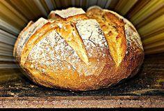 Τι πιο ευλογημένο απο μια μπουκιά ζεστό σπιτικό ψωμι... Για σκεφτείτε... το σπίτι σας στολισμένο Χριστουγεννιάτικα και απ... Greek Bread, Bread Without Yeast, Dutch Oven Bread, Bread And Pastries, Greek Recipes, Yummy Recipes, Vegan Recipes, Bread Baking, Pain
