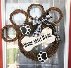 Dog wreath// Home sweet home dog paw grapevine wreath// dog paw wreath //dog lover wreath //housewarming gift //pawprint wreath //pet wreath – Pets' Loyalty Dog Wreath, Grapevine Wreath, Twine Wreath, Mason Jar Crafts, Mason Jar Diy, Bottle Crafts, Halloween Ribbon, Diy Halloween Wreaths, Diy Hanging Shelves