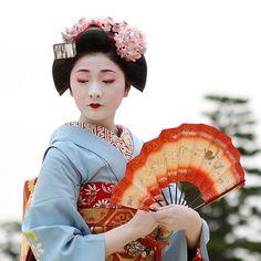 Japanese geisha fan dance