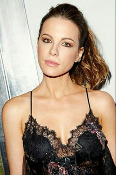 Kate Beckinsale is one of the chic celebrities and we shared her photo where she looks beautiful in her black lace outfits. English Actresses, British Actresses, Hollywood Actresses, Beautiful Celebrities, Beautiful Actresses, Gorgeous Women, Absolutely Gorgeous, Beautiful People, Underworld Kate Beckinsale