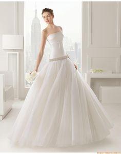 2015 Schlichte A-linie Exklusive Brautkleider aus Organza mit Perlenstickerei