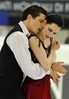 Canada's Tessa Virtue and Scott Moir perform their original dance during the Ice Dance competition at the World Figure Skating Championships on March 25, 2010 at the Palavela ice-rink in Turin.