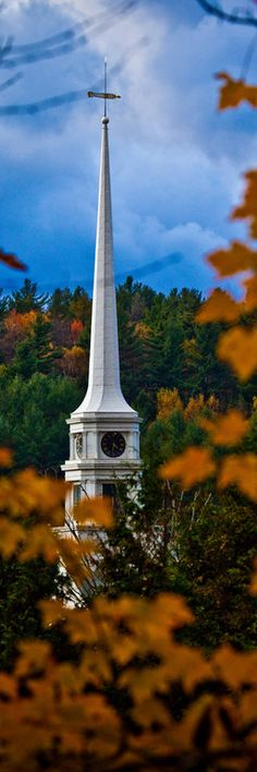 Autumn colors around a church steeple in Stowe, Vermont VERMONT in the fall is so beautiful! The bridges are old and so unique! Beautiful World, Beautiful Places, Stowe Vermont, Old Churches, Place Of Worship, Kirchen, Autumn Wedding, Scenery, Places To Visit