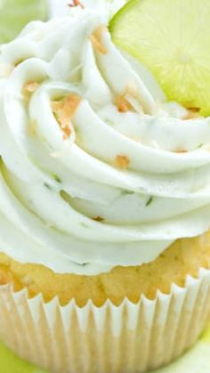Key Lime Coconut Cupcakes are full of fresh coconut & key lime flavor! Coconut cakes are filled with coconut cream filling & topped with key lime frosting! Coconut Cream Cupcakes, Strawberry Cheesecake Cupcakes, Key Lime Buttercream, Buttercream Frosting, Healthy Cupcakes, Yummy Cupcakes, Lime Cupcakes, Cupcake Recipes, Cupcake Cakes