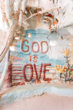 God is Love at Salvation Mountain Jesus Wallpaper, Bibel Journal, Salvation Mountain, Christian Wallpaper, Christian Backgrounds, Jesus Loves You, Photo Wall Collage, Picture Collages, Jesus Saves