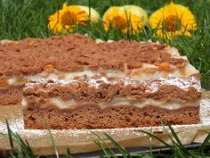 Przepis na kakaowo-budyniowe z jabłkami. Jajka ubić ze szczyptą soli, dodać cukier i dalej ubijać. Następnie wsypać mąkę pszenną, dodać masło, kakao do ciast i proszek do pieczenia.