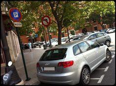Como bien se puede ver, espacio reservado al aparcamiento de motos.  @Calle Jesús, Valencia