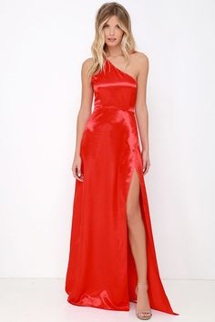Shoot for the stars, and you're sure to land among them when you're sporting the Starlet Loose Red Satin One Shoulder Maxi Dress! Red satin fabric shapes this stunning single shoulder dress with a maxi-length tulip skirt and thigh-high slit. Hidden side zipper and clasp.