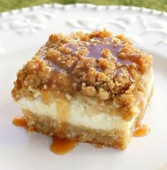 Caramel Apple Cheesecake Bars | foodgio