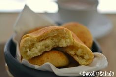 Almojábanas (Colombian Cheese Bread) - Sweet y Salado Colombian Bakery, Colombian Food, Colombian Desserts, Colombian Dishes, Colombian Culture, Columbian Recipes, My Favorite Food, Favorite Recipes, Hispanic Kitchen