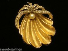 VINTAGE ART SIGNED CLAM SHELL RHINESTONE AND PEARL BROOCH