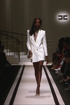 Elisabetta Franchi Look Spring Summer 2017 Collection - Elegant White Jacket. Runway Show by Elisabetta Franchi - Party Fashion, Runway Fashion, Fashion Models, Womens Fashion, Elegant Outfit, Classy Women, Types Of Fashion Styles, Short, Spring Outfits