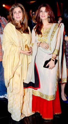 Gorgeous mom and daughter Dimple Kapadia and Twinkle Khanna seen at AbuJani Sandeep Khosla's show last night: Lakme Fashion Week, India Fashion, Trendy Fashion, Fashion Outfits, Women's Fashion, Indian Attire, Indian Wear, Pakistani Outfits, Indian Outfits