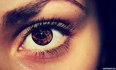 Карий глаз девушки, которая не употребляет вещества — Фото на аву Image