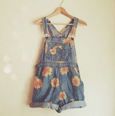 dress overalls vintage floral dungarees shorts denim overall shorts daisy Denim Overall Shorts, Overall Shorts Outfit, Pretty Outfits, Cool Outfits, Summer Outfits, Summer Dresses, Mode Chic, Mode Style, Jumpsuit Denim