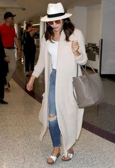 100 Celebrity-Inspired Outfits to Wear on a Plane – travel outfit plane Cute Airport Outfit, Airport Travel Outfits, Airport Attire, Cute Travel Outfits, Travel Outfit Summer, Travel Wear, Travel Style, Travel Fashion, Airport Outfit Spring