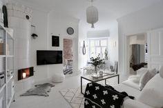 Salon prowadzi do kuchni oraz sypialni i sam ma bardzo nieregularny kształt.To stanowiło spore wyzwanie podczas...