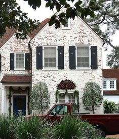 Get the whitewashed brick look! We& talking limewash, German Smear, slurry wash, and paint to show you the ways to get this favorite exterior update. Exterior Colors, Exterior Paint, Exterior Design, Stucco Exterior, Exterior Shutters, Modern Exterior, Style At Home, Painted Brick Exteriors, Exterior Makeover