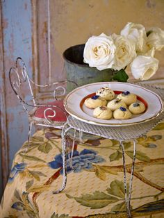 Rose biscuits. Limoncello & Linen Water